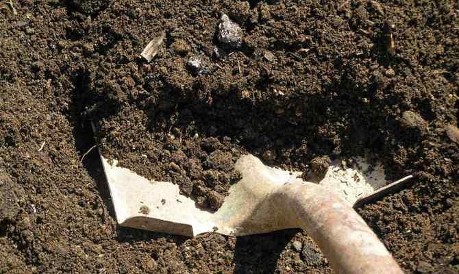 Глубокое перекапывание почвы