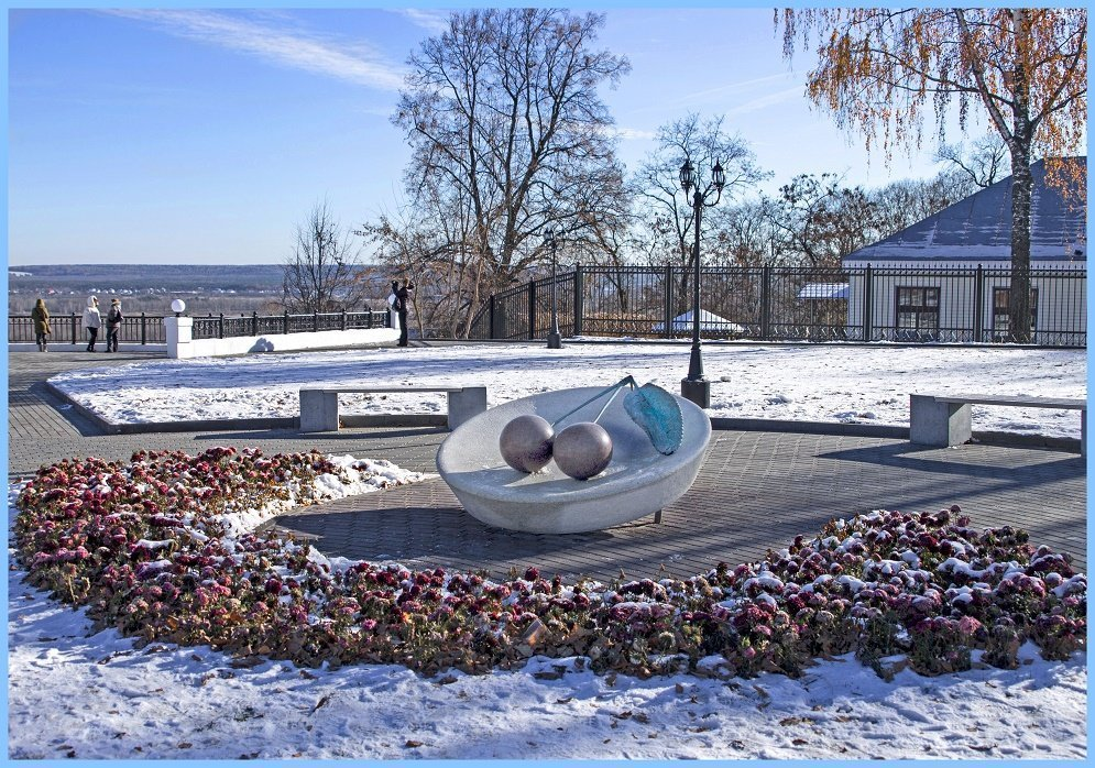 Памятник вишне