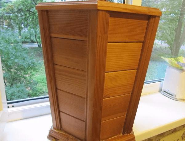 Подходящий деревянный горшок