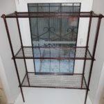 Простой металлический стеллаж
