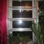 Стеллаж из уголков на окне