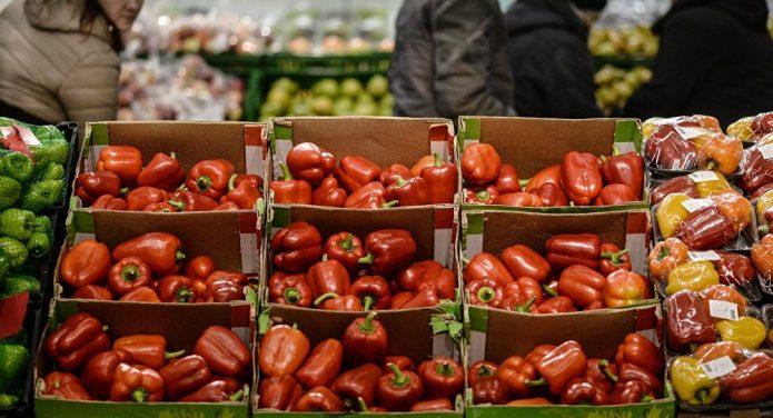 Перцы в супермаркете