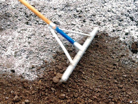Заделывание извести в почву