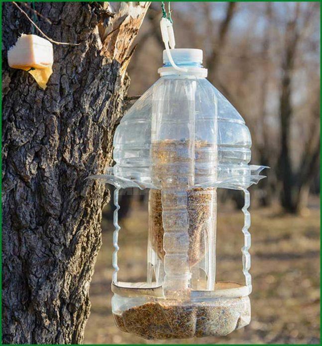 post_5bbd9184edcd3-647x695 Кормушка из 5-литровой пластиковой бутылки