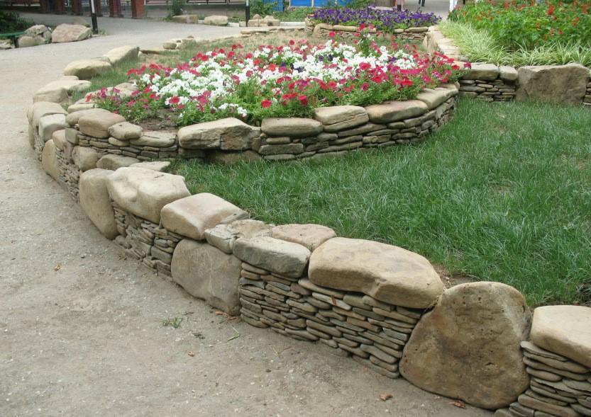 Бордюр из разных камней