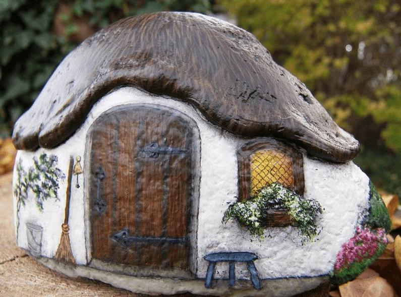 Уютный домик из булыжника