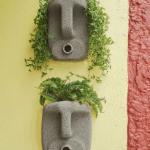 Две композиции, где канистры напоминают человеческие лица, а растения в них — волосы