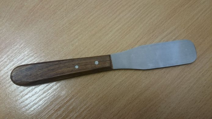 Шпатель для гипса с деревянной ручкой