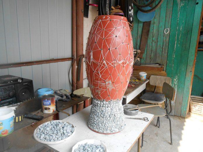 Процесс создания вазона из щебня