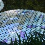 Диски, выложенные в форме большого круга