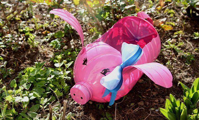 Пластиковая свинка-кашпо с бантиком на ухе