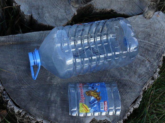 Пластиковая бутылка со срезанной боковой поверхностью