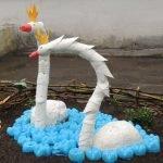 Лебеди из горлышек пластиковых бутылок
