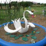 Декоративный пруд с лебедем из шины