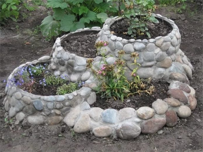 шина с камнями