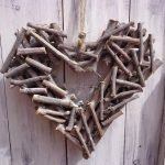 Декоративное сердце из веток