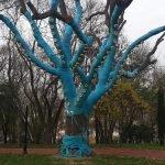 Дерево, декорированное тканью