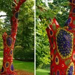 Дерево с вязаным декором