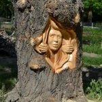 Резьба на стволе дерева