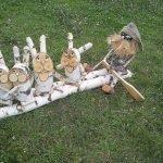 Дед Мазай и зайцы из берёзовых чурбачков