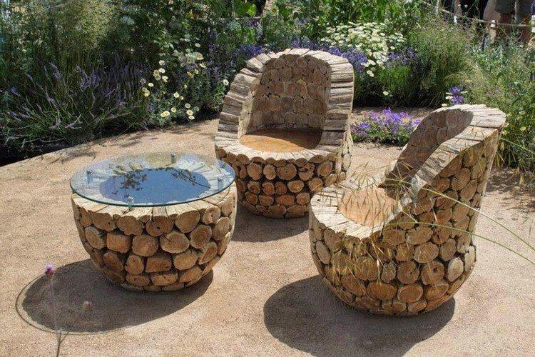 Стол и два кресла из чурбаков