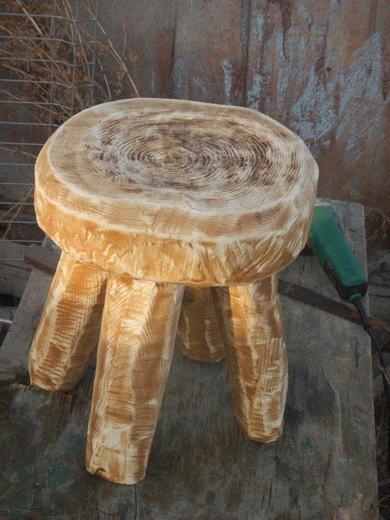 Стул из деревянного спила