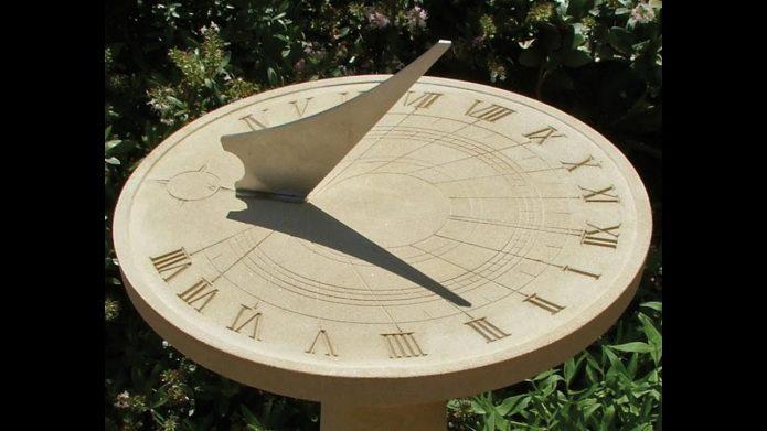 Горизонтальные часы
