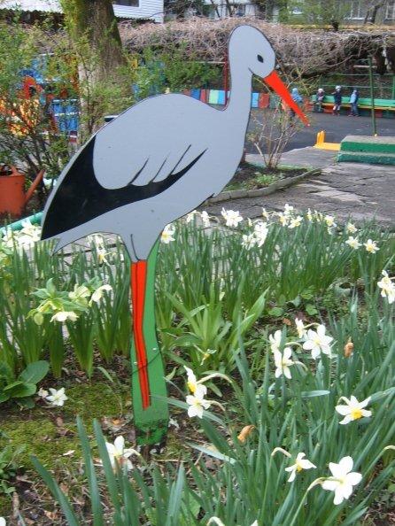 Аист в саду