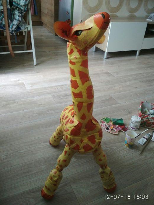 жираф из бутылок
