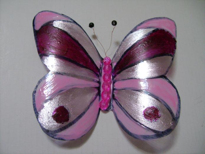 Готовая бабочка из пластиковой бутылки