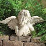 Фигурка ангела для украшения участка