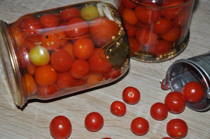 Маринованные томаты черри