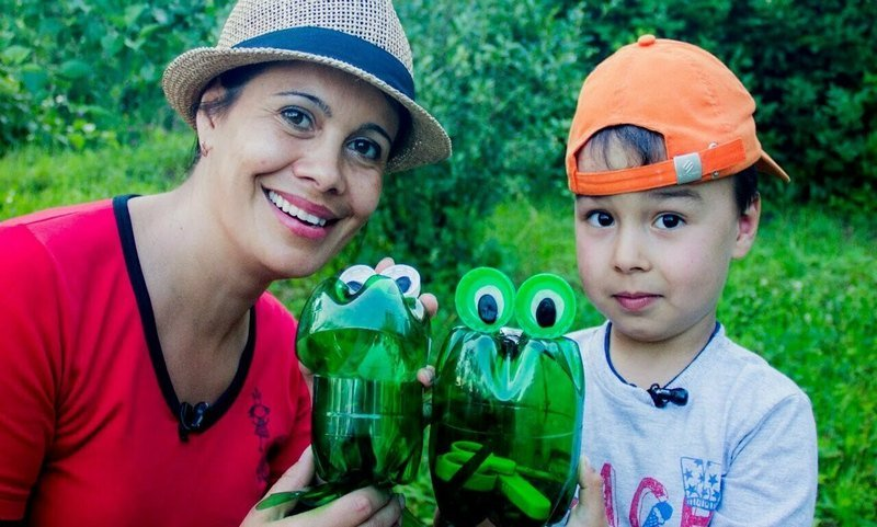 Пластиковые лягушки