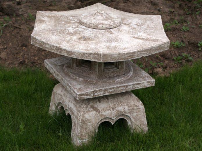 Японский фонарь из цемента