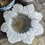 Поилка-цветок из цемента