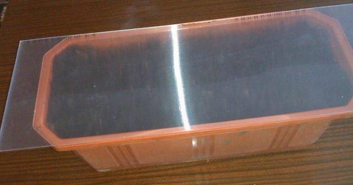 Коробка под стеклом
