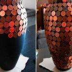 Декор чёрной вазы монетами