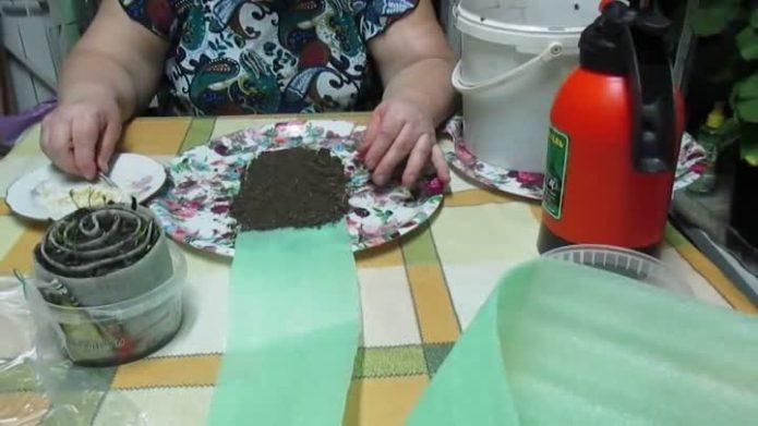 Формирование слоя земли на подложке при формировании улитки
