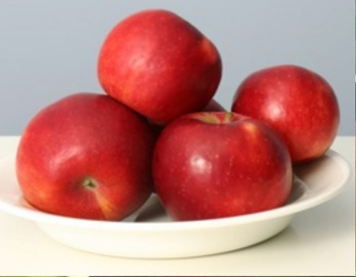 Яблоки сорта Пепин Черненко