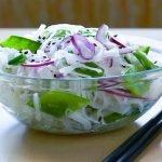 Салат из дайкона с зеленью