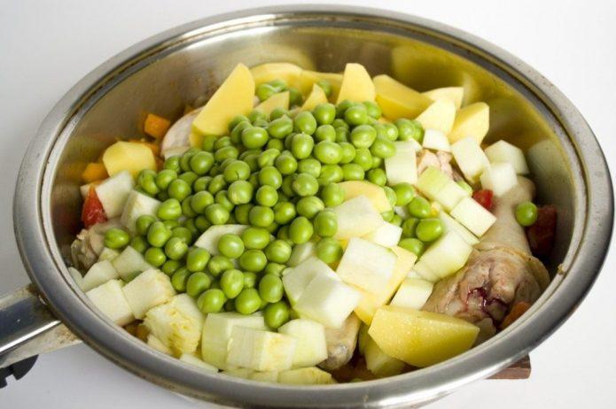 Блюдо с зелёным горошком