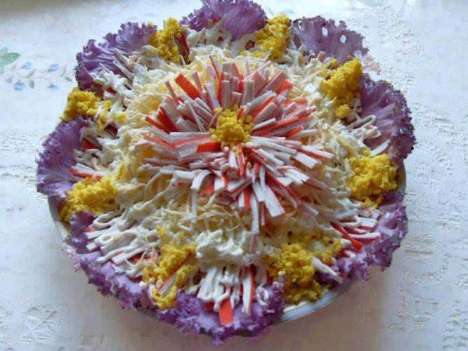 Салат с листьями декоративной капусты