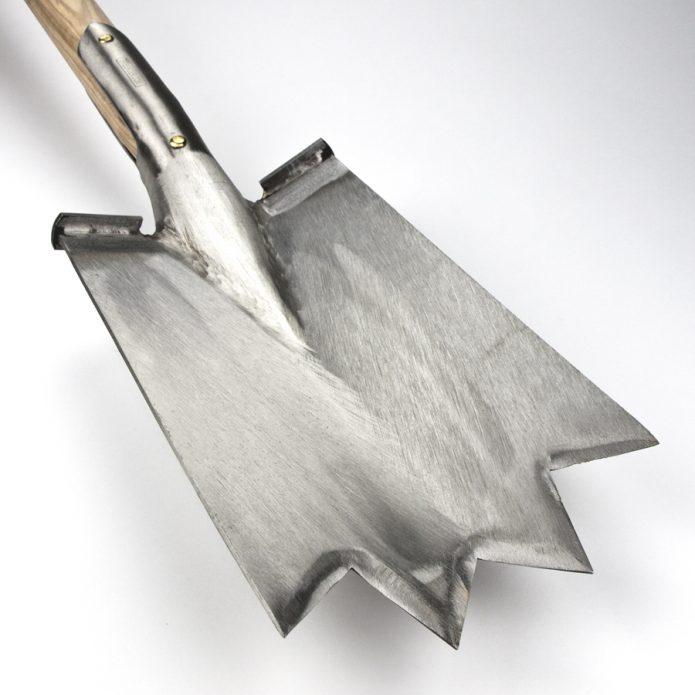 Лопата с зубцами