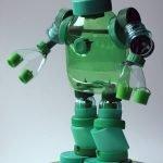 зеленый робот из пробок