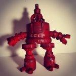 красный робот из пробок
