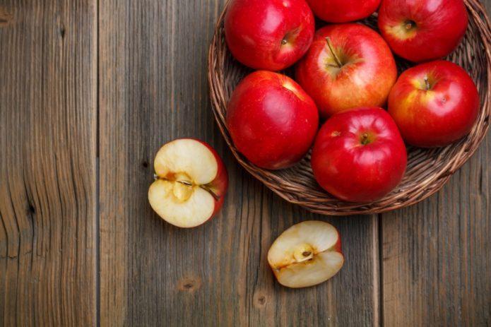 Яблоки сорта Штрифель красный