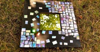 мозаичная рамка из компакт-дисков