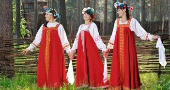 девушки в русских сарафанах