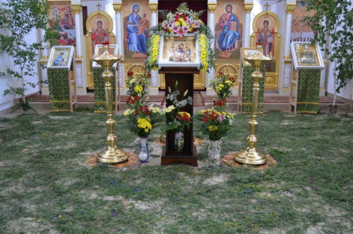 устилать полы травой на троицу