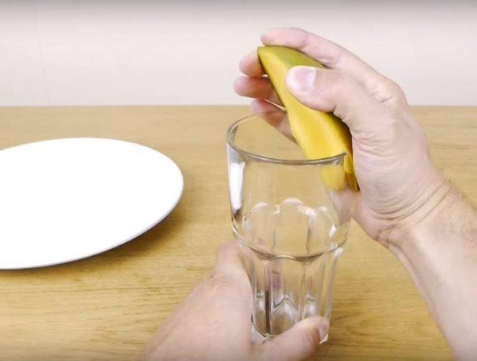 Извлечение косточки с помощью стакана